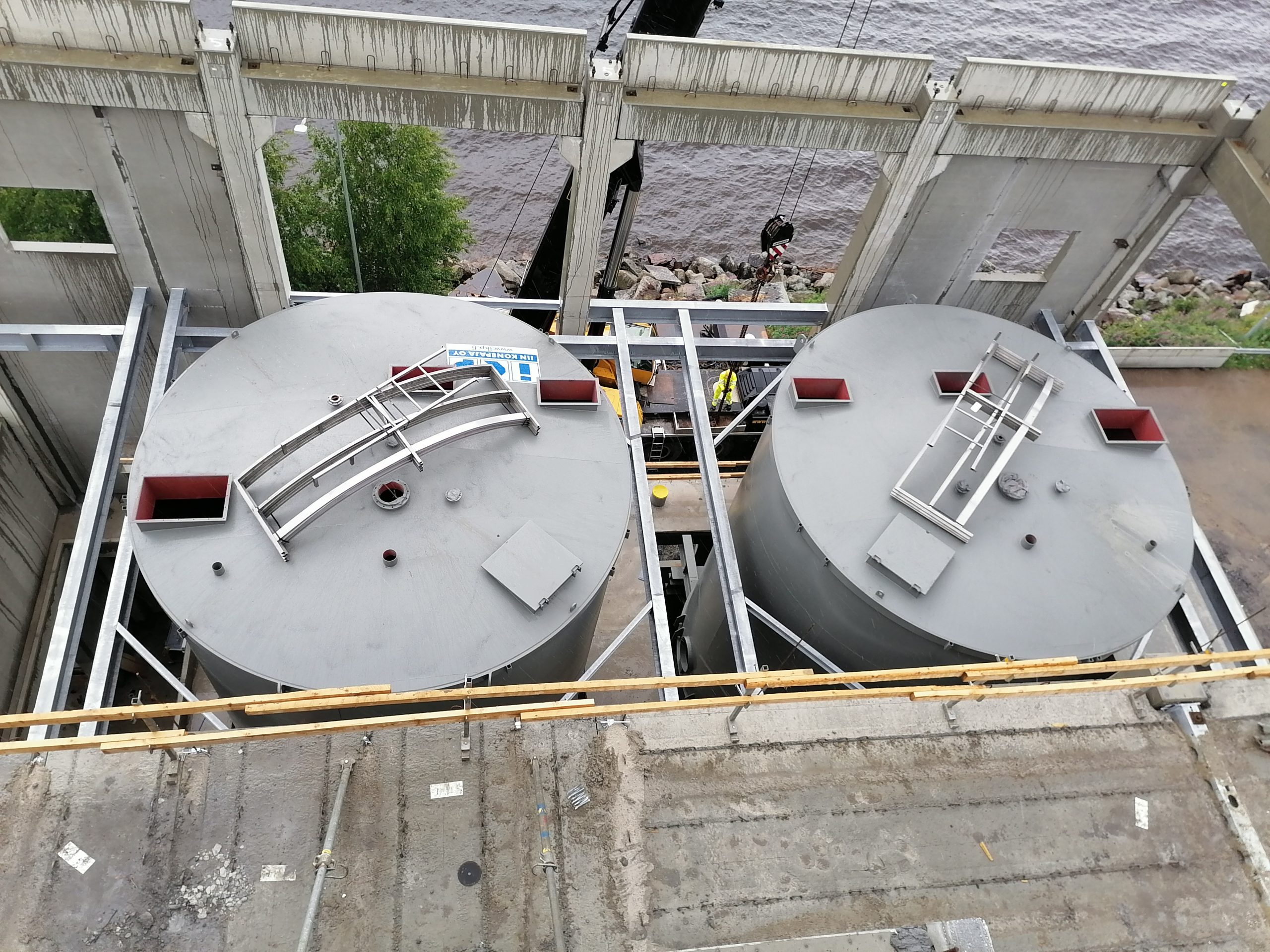 Product image: Flat-bottomed storage silos with rotary or pushing hydraulic scraper discharge unit
